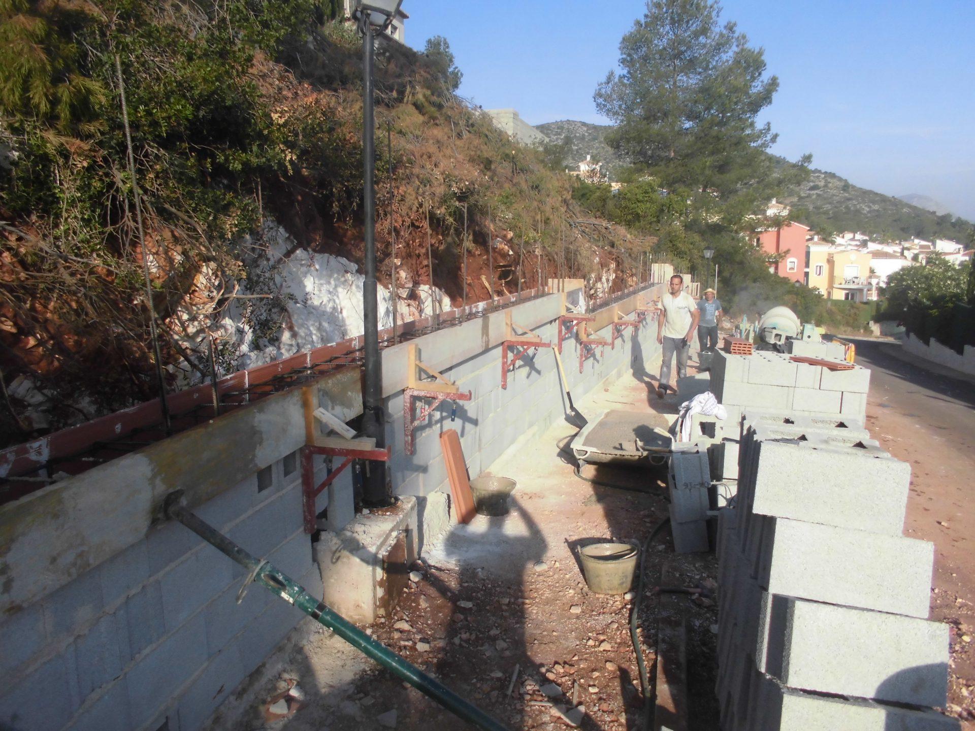 Muro de contención a un chalé en montaña > CIMG0550