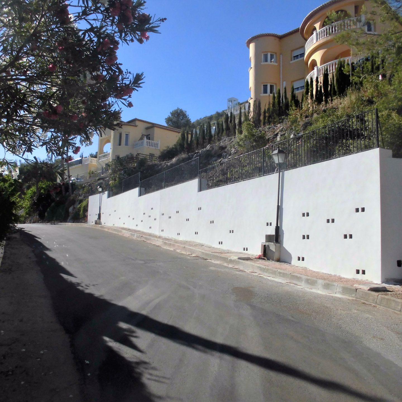 Muro de contención a un chalé en montaña