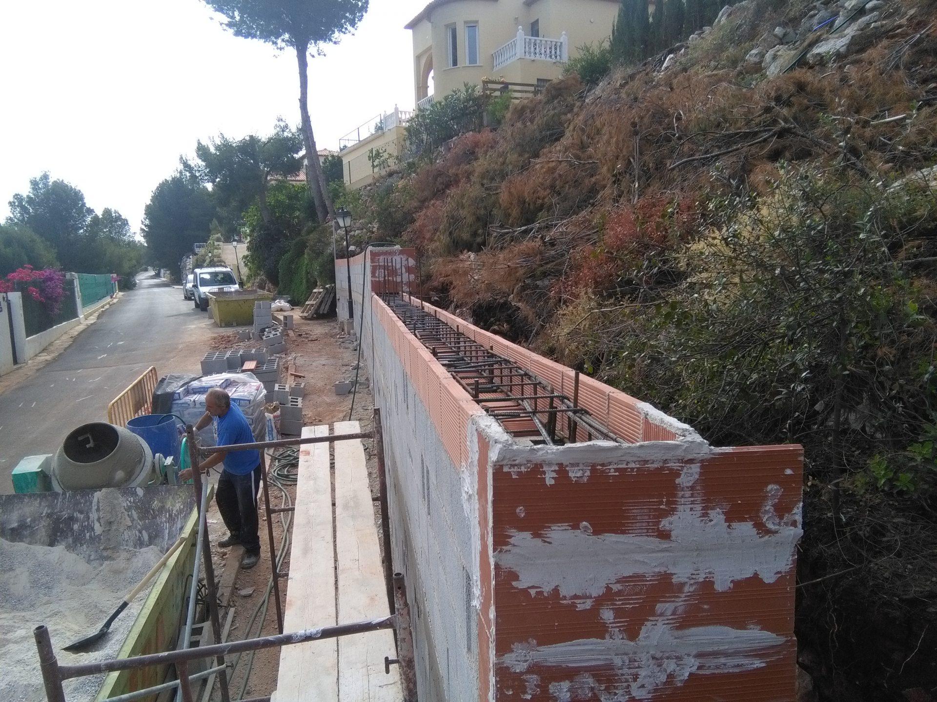 Muro de contención a un chalé en montaña > IMG 20160526 102654